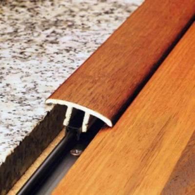 Установка напольных порогов в проемы дверей: со скрытым креплением, разноуровневых и обычных
