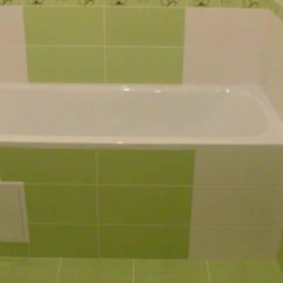 Как закрыть пространство под ванной своими руками?