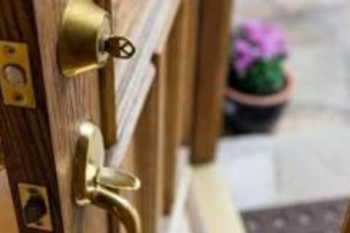 Как выбрать для дверей фурнитуру?