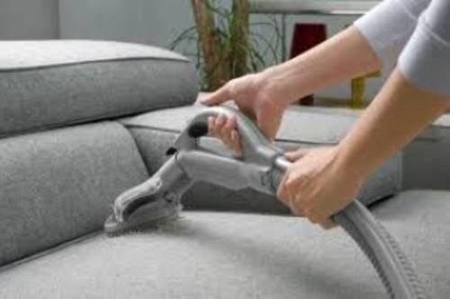 Особенности профессиональной химчистки мебели и ковров